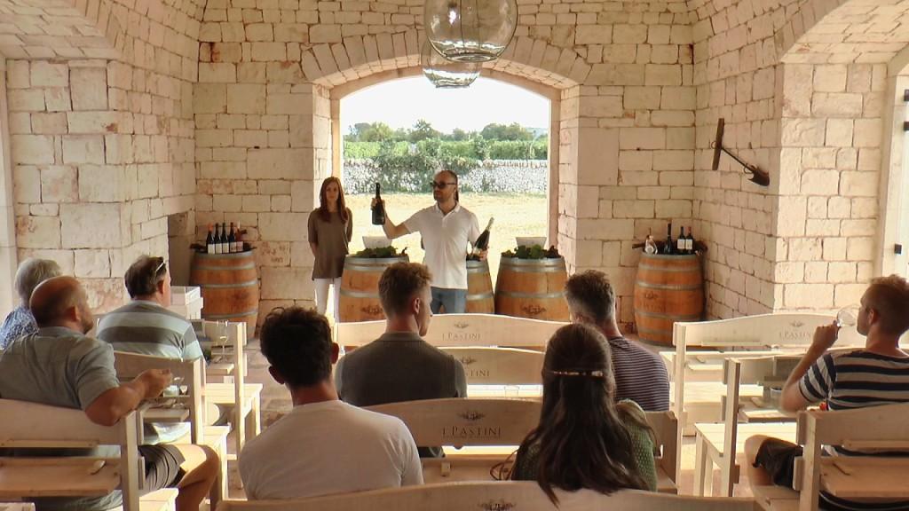 Alla scoperta dei prodotti tipici della cucina pugliese: degustazione  di vino in cantina