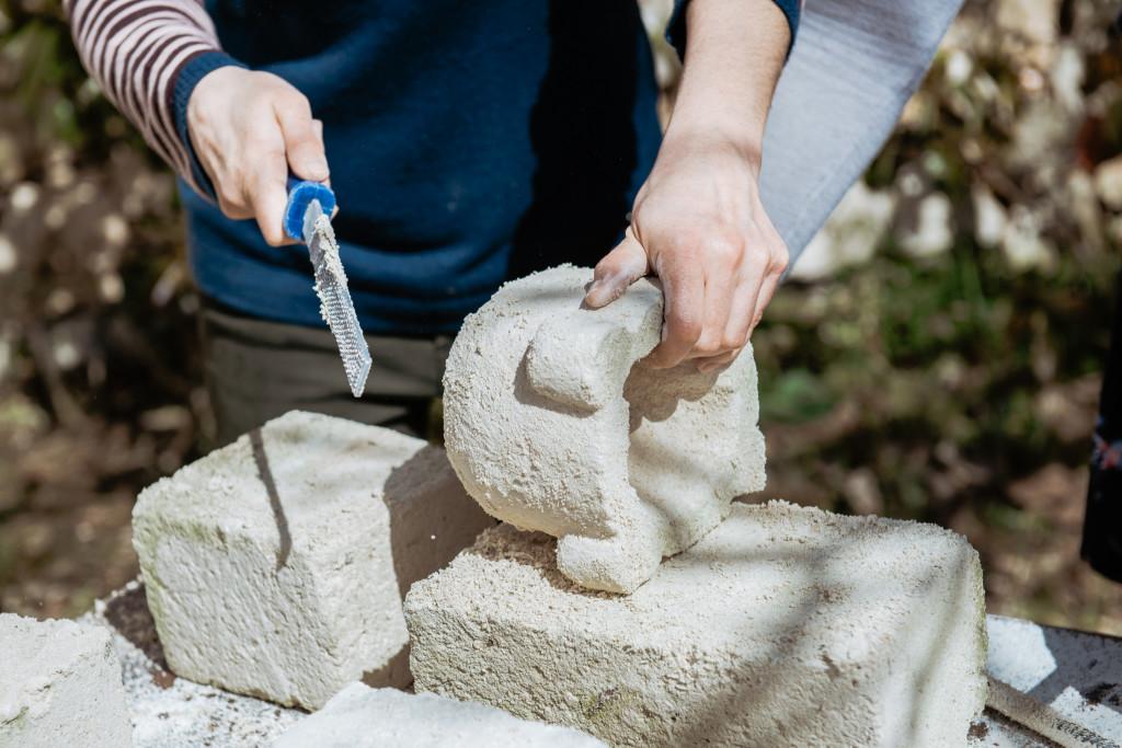 Alla scoperta delle tradizioni con laboratori sull'artigianato pugliese: la lavorazione della pietra